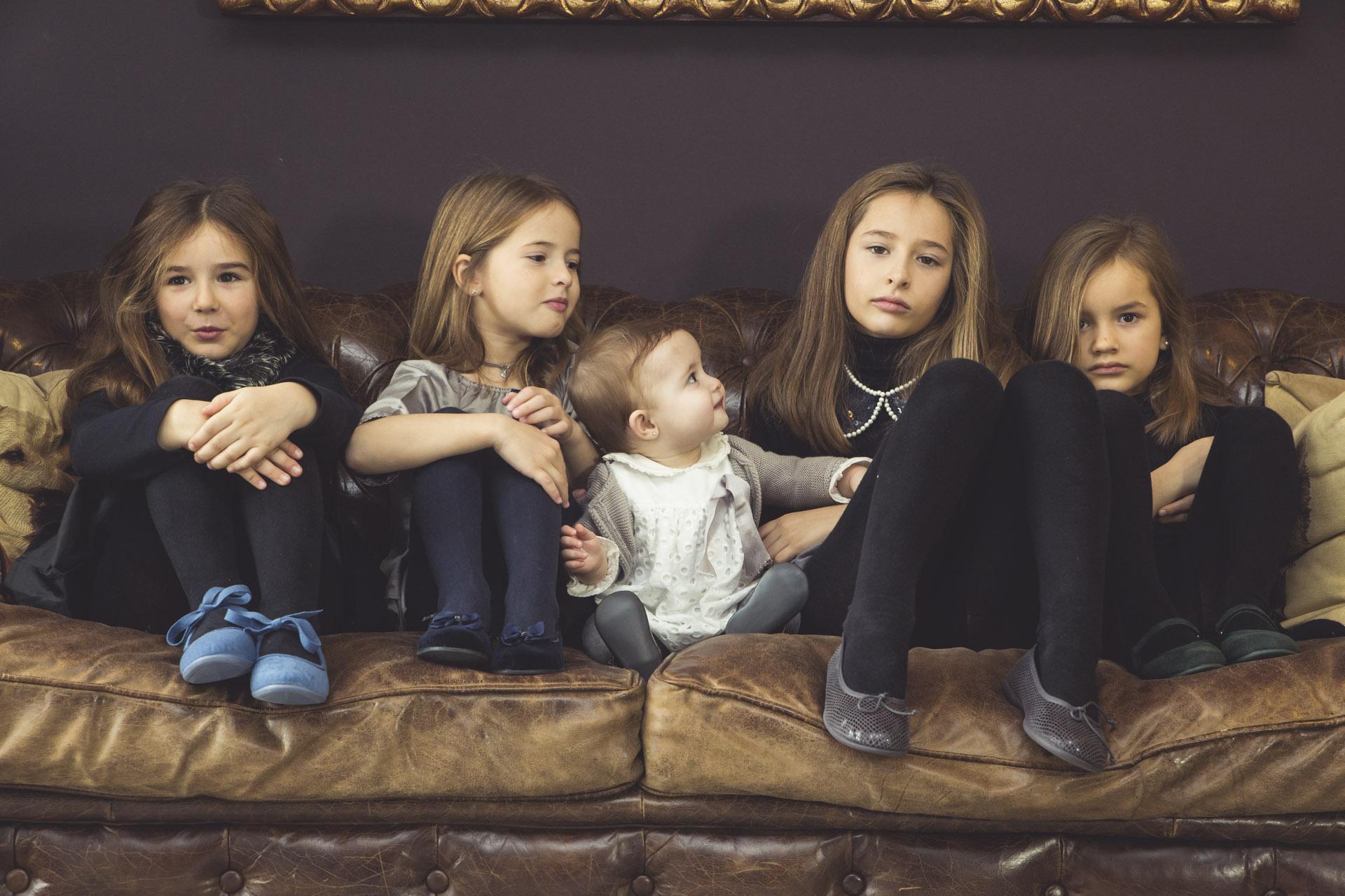 Variedade de sapatos elegantes para meninas