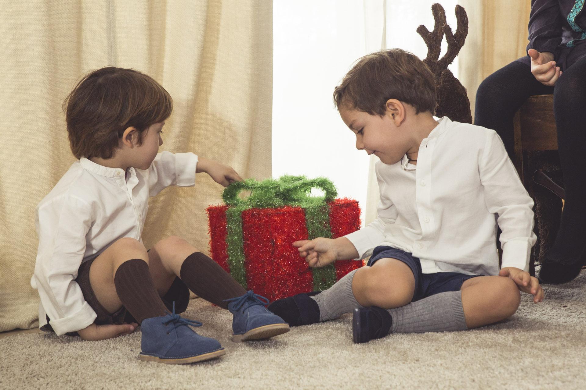 Meninos bonitos no Natal com a Pisamonas