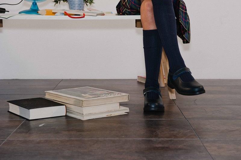 Calçado escolar com velcro Pisamonas