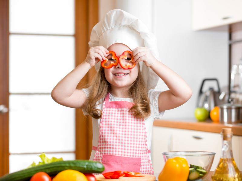 Passar um bom tempo a preparar saladas com os seus filhos