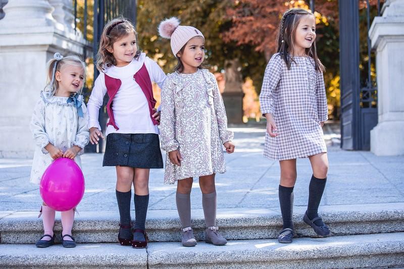 Calçado da moda para as meninas